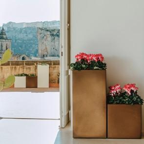 Vaso Cube in resina 40x40 cm alto 80 cm